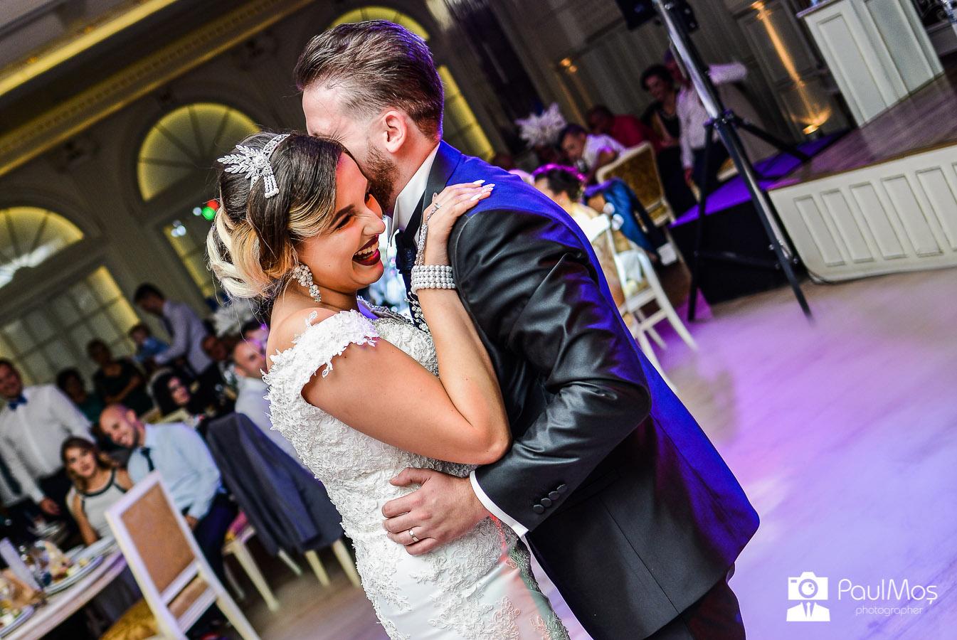 Fotografii de nunta arad, fotograf profesionist arad, dansul mirilor