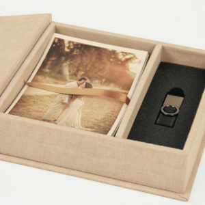 cutie cu fotografii si stick, fotografii nunta si stick, cutie foto, fotografii de la nunta,