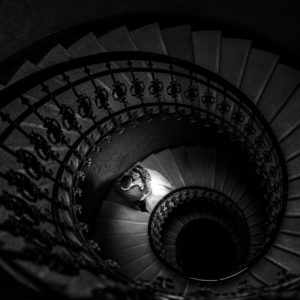 sedinta foto scari, sedinta foto scari spirala, trash the dress, artistic foto nunta, fotograf profesionist