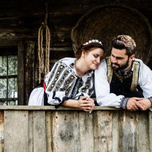 Sedinta foto de logodna traditionala, save the date, sedinta foto traditional romaneasca, fotograf timisoara